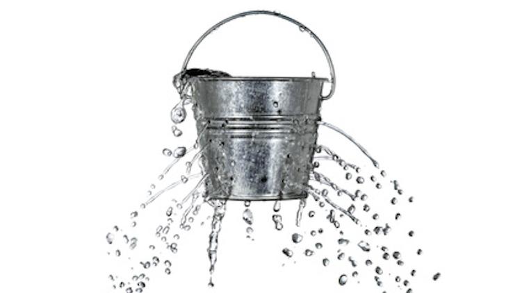 「穴の開いたバケツ」の画像検索結果